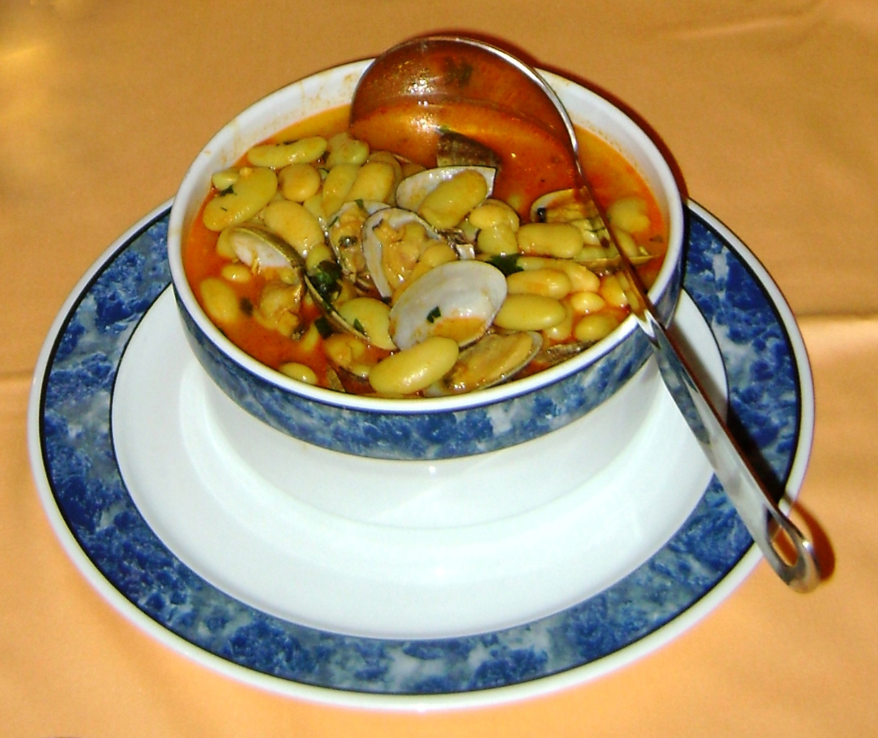 Beans with clams